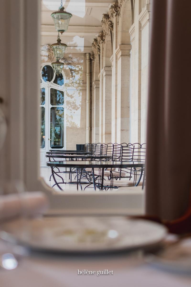 Le Restaurant vue sur la terrasse Domaine Les Crayères Reims Helene Guillet Photographe