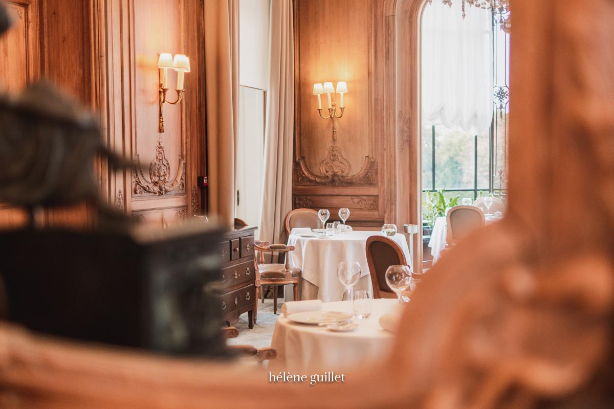Le Restaurant reflète dans un miroir Domaine Les Crayères Reims Helene Guillet Photographe